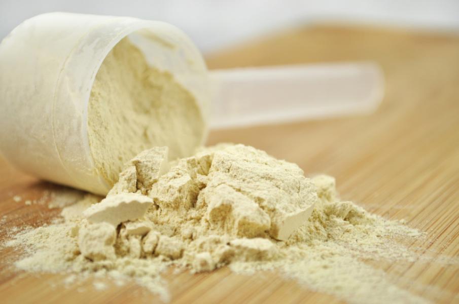 Proteine sub formă de shake în cura de slăbire: bune sau periculoase?